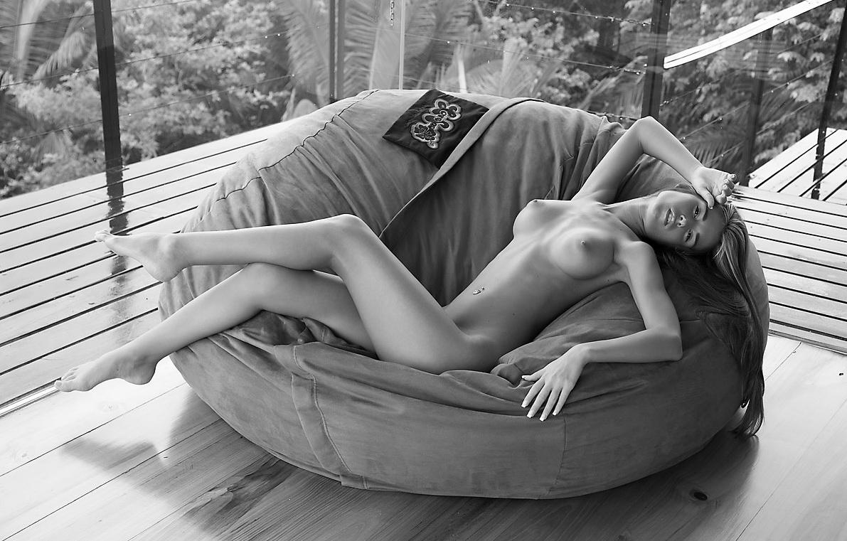 Обалденные голые девушкам и их ножками, фистинг огромным фаллоимитатором