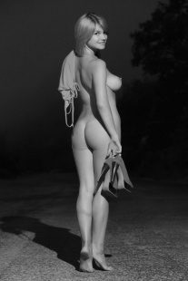 Blog des plus belles photos en noir et blanc de femmes sexy.Charme,sensualité,beauté féminine sont mis en oeuvre par le photographe et le modèle